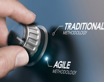 Das Bild zeigt, wie von traditionellen Methoden auf agile Methoden umgeschaltet wird.