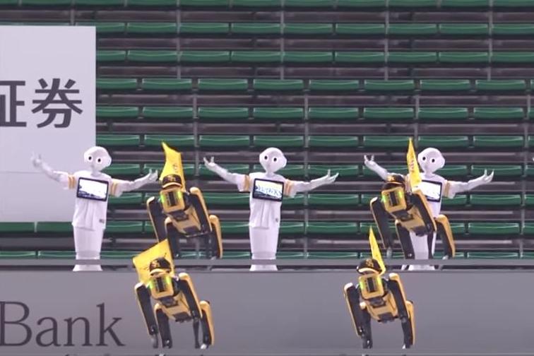 Coronabedingt: Fangesang aus der Roboter-Kehle